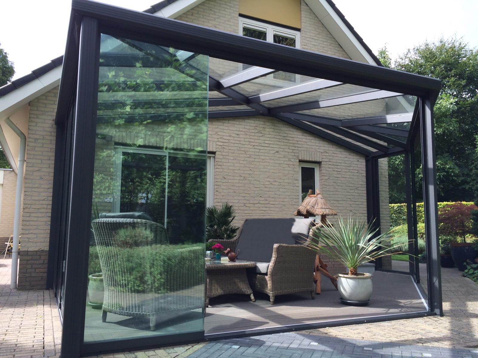 5-hoekige antraciet aluminium tuinkamer met visgraad dak
